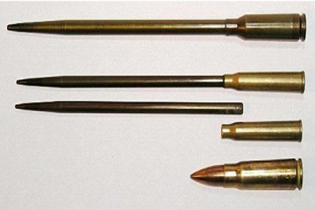 Các loại đạn bắn dưới nước cỡ 5,56mm so với đạn 7,62 mm thông thường.