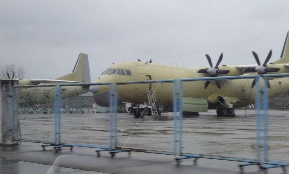 Bề ngoài của Y-8GX6 giống cả An-12 của Nga và C-130 của Mỹ