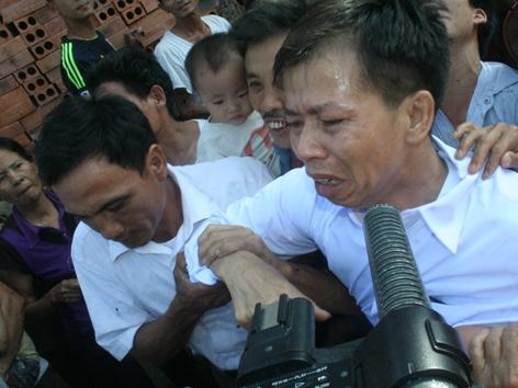 Niềm vui của gia đình ông Chấn khi ông được tha tù sau 10 năm lĩnh án chung thân.