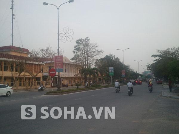 Một đoạn QL 1A chạy qua trung tâm Tp Đồng Hới.