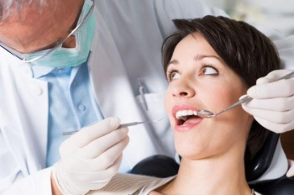 11 sai lầm phổ biến trong việc chăm sóc răng miệng 2