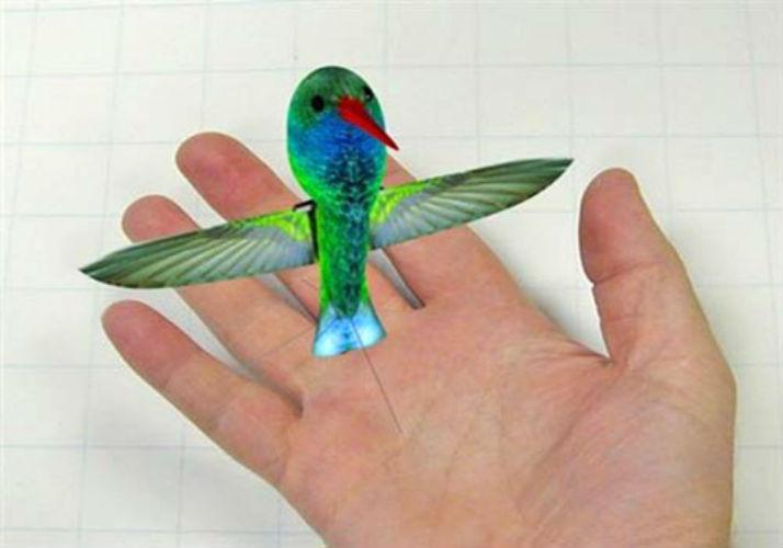 Tuy nhiên, điểm hạn chế của UAV chim ruồi nằm ở khả năng cấp nguồn nên trong quá trình thử nghiệm loại chim này chỉ bay được trong vòng 10 phút, nhưng vấn đề trên đang được các nhà nghiên cứu của Mỹ cố gắng giải quyết trong tương lai gần...