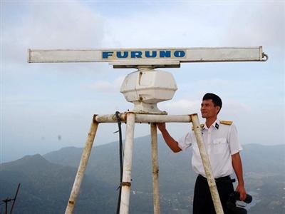 Đài radar hải quân trong sương núi