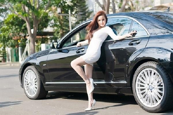 SOi xe 7 tỷ đồng của ca sĩ Vy Oanh