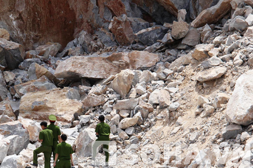 Hiện trường vụ sập mỏ đá (Ảnh: Thanh Duy)