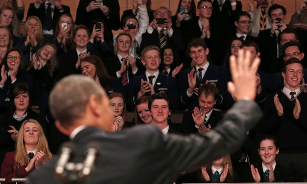 Tổng thống Mỹ Barack Obama tới thăm và nói chuyện với sinh viên ở Belfast Waterfront (Bắc Ireland) trước khi tham dự Hội nghị thượng đỉnh G8 được tổ chức tại thành phố này.