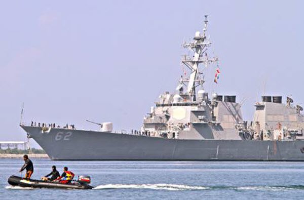 Tàu khu trục USS Fitzgerald của Hải quân Mỹ tới cảng quân sự ở thành phố Olongapo của Philippines để tham gia cuộc tập trận chung mang tên CARAT 2013.