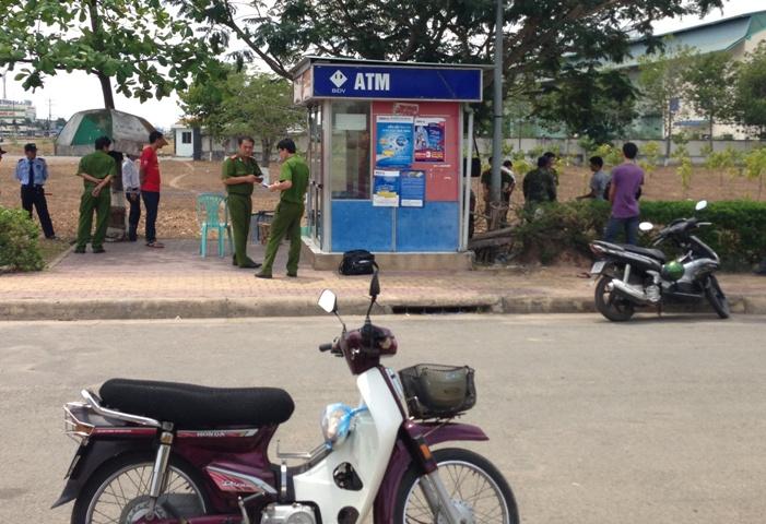 Xông vào cây ATM giết bảo vệ, cướp tài sản
