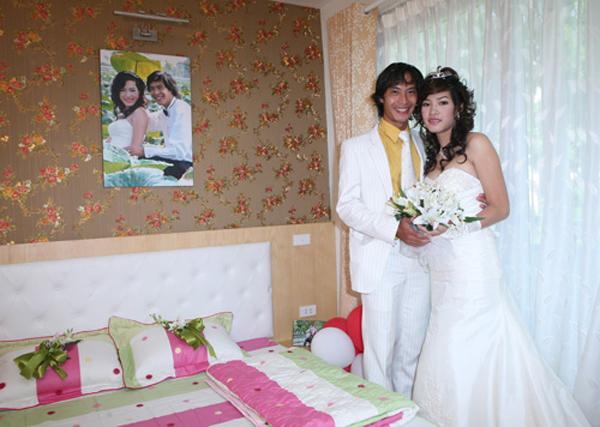 Vợ Đức Tuấn phải hy sinh sự nghiệp vì chồng