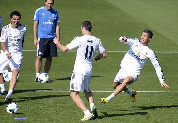Có vận đỏ sau khi Bale tới Real song Cris Ronaldo không mấy thích thú với tân binh xứ Wales