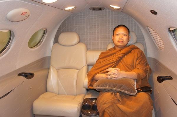 Ngồi thử ở khoang hành khách một chiếc máy bay cá nhân sang trọng