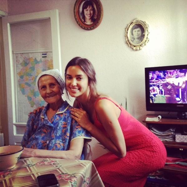 Bà nội mất, Irina hủy hẹn Giáng sinh với Ronaldo 1