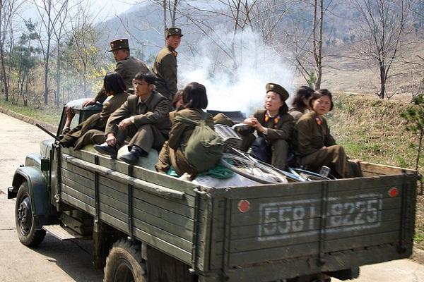 Xe chạy bằng củi giúp Triều Tiên đáp ứng nhu cầu vận chuyển rất lớn của quân đội trong điều kiện nguồn dầu mỏ hạn chế