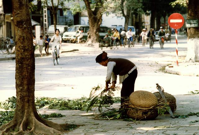 Dọn vệ sinh phố phường đón tết.