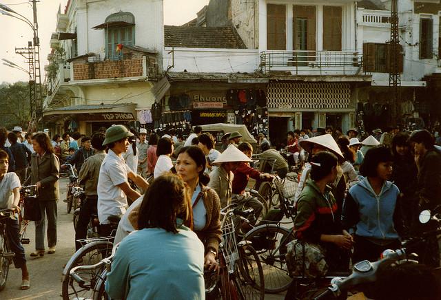 Đầu phố hàng Ngang, hàng Đào.