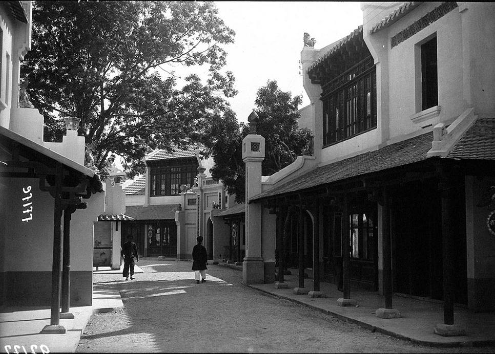 Một con đường trong khu Hội chợ.