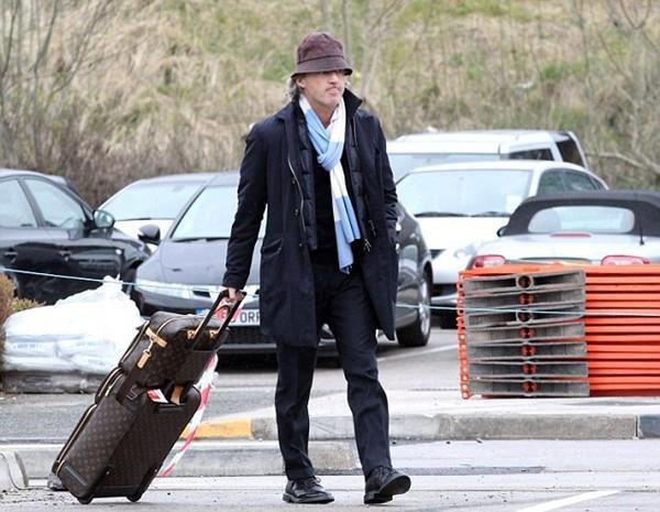 Khi ra đi, Mancini vẫn đeo chiếc khăn của Man City