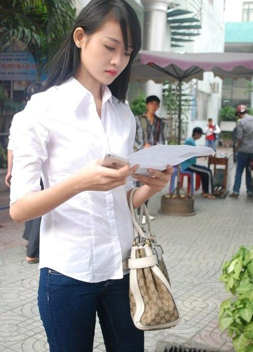 Hình ảnh Trương Mỹ Nhân trong kỳ thi tuyển sinh Đại học năm 2013