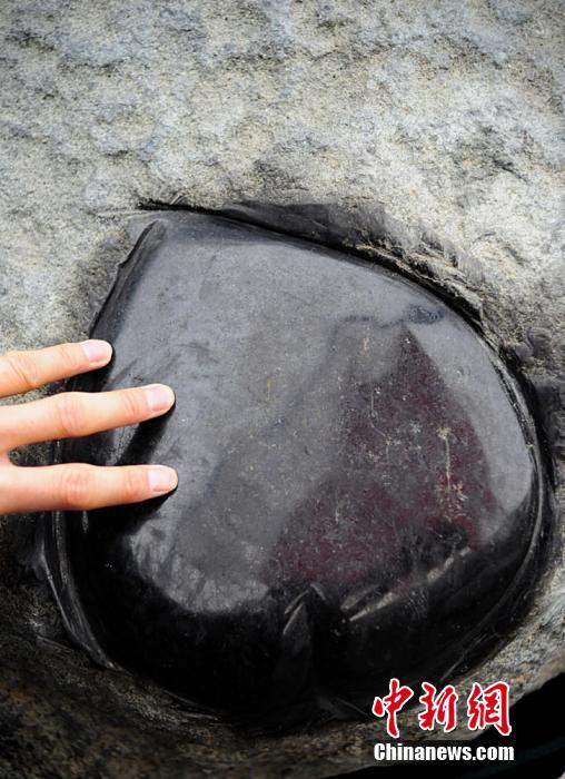 Thiên thạch 2 tấn được trưng bày ở Tân Cương 2