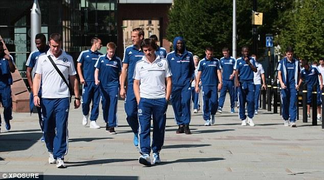 Sao Chelsea dạo chơi thành Manchester trước đại chiến