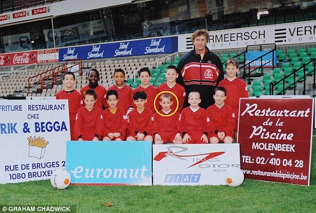 Januzaj ở tuyển U11 của CLB RWDM Brussels