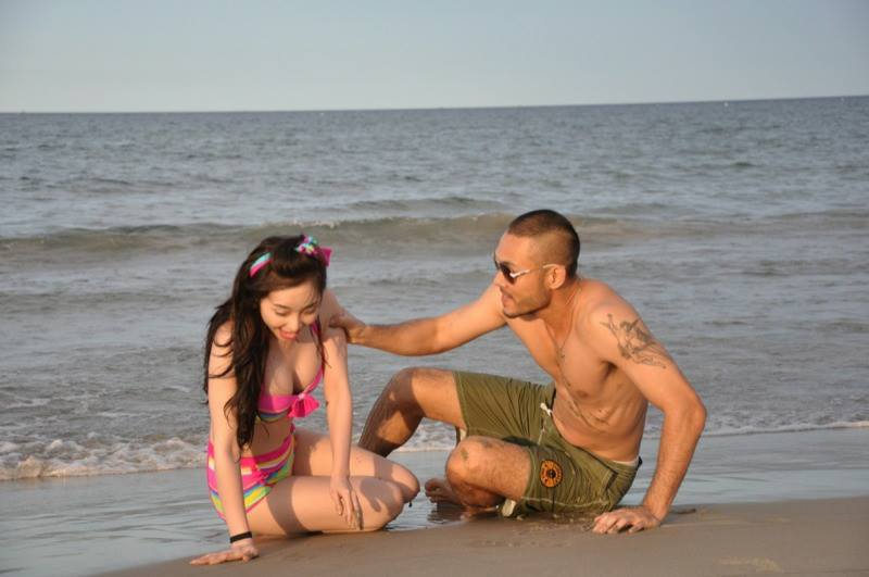 Quỳnh Nga mặc bikini, hôn đắm đuối Doãn Tuấn