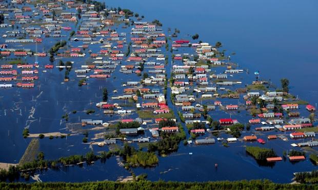 Những ngôi nhà chìm tron nước lũ  tại thành phố Hướng Dương, tỉnh Hắc Long Giang, Trung Quốc