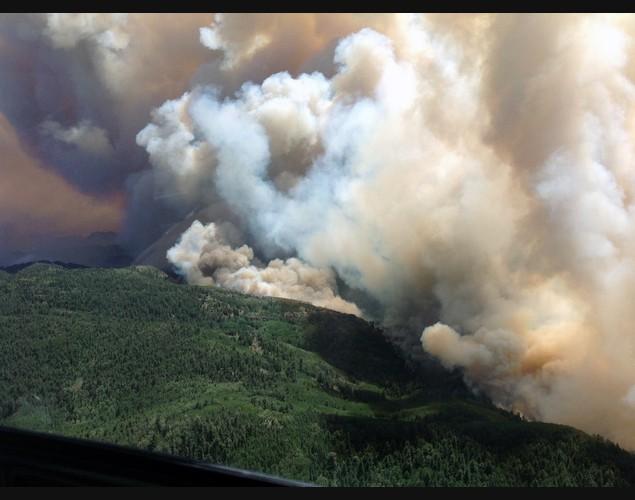 Khói bốc lên nghi ngút từ đám cháy rừng ở vườn quốc gia Gila, bang New Mexico, Mỹ.