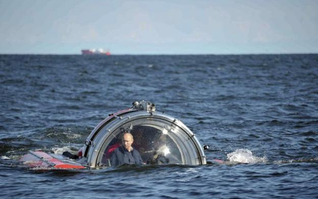 Tổng thống Nga Vladimir Putin lặn xuống biển Baltic  trong chiếc tàu ngầm C-Explorer 5 để khám phá tàu chiến Oleg bị đắm từ thế kỷ 19.