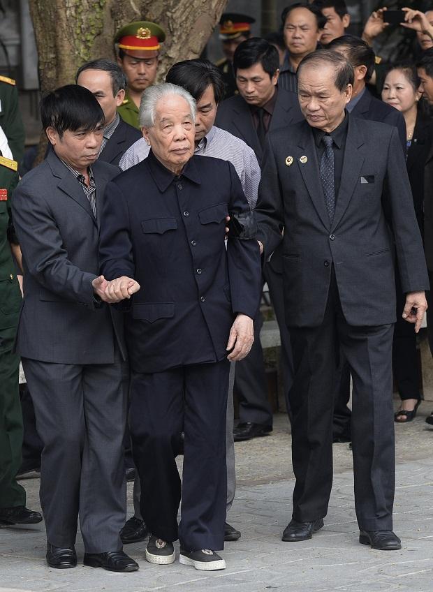 Nguyên Tổng bí thư Đỗ Mười tới viếng Đại tướng Võ Nguyên Giáp.