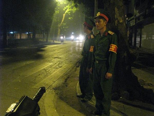 Các chốt an ninh trên những tuyến phố linh cữu Đại tướng đi qua