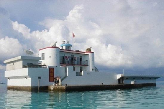 Nhà nổi kiên cố mà Trung Quốc xây dựng trái phép trên đảo Gạc Ma thuộc quần đảo Trường Sa của Việt Nam sau khi dùng vũ lực tấn công và chiếm đảo năm 1988
