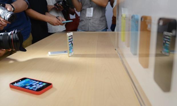 Các nhà báo chụp ảnh iPhone 5S được ra mắt tại Bắc Kinh, Trung Quốc.