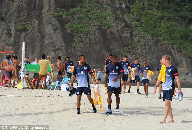 Trận Brazil vs Anh bị hoãn, Tam Sư vẫn vui vẻ trên xứ Samba