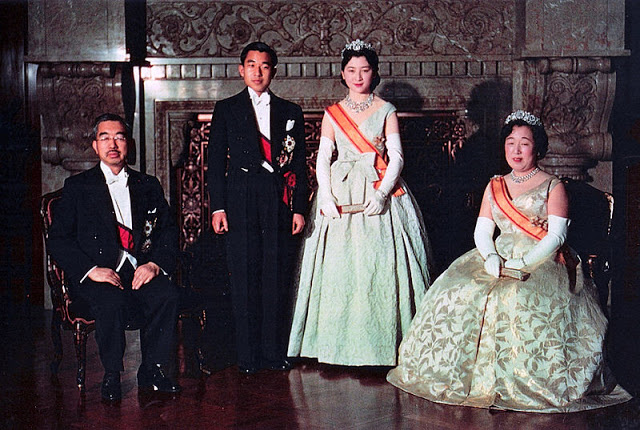 Vợ chồng hoàng hậu.