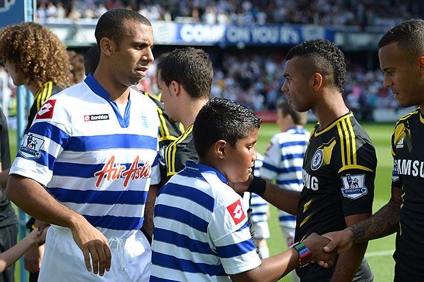 """Anton Ferdinand """"cạch mặt"""" Cole và Terry bằng cách không bắt tay mỗi khi đối đầu trên sân cỏ"""