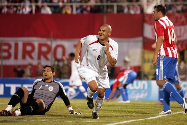 Chile đánh bại Paraguay để chiếm lấy vị trí thứ 4 trên BXH