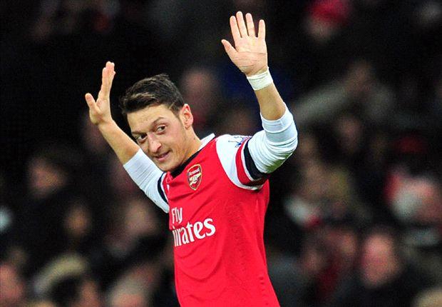 Ozil đang chơi rất hay trong màu áo Arsenal