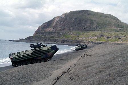 Thủy quân lục chiến Mỹ huấn luyện đổ bộ đánh chiếm đảo ở Nhật Bản