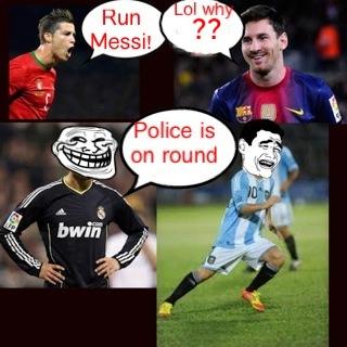 Chạy đi Messi, cảnh sát đến đấy...