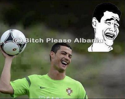Khuôn mặt Cris Ronaldo giống đó chứ
