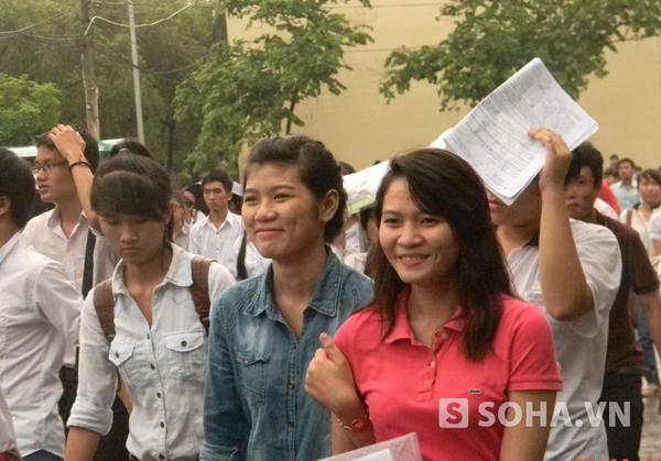 Kết thúc môn thi thứ ba, nhiều thí sinh chuẩn bị ăn mừng