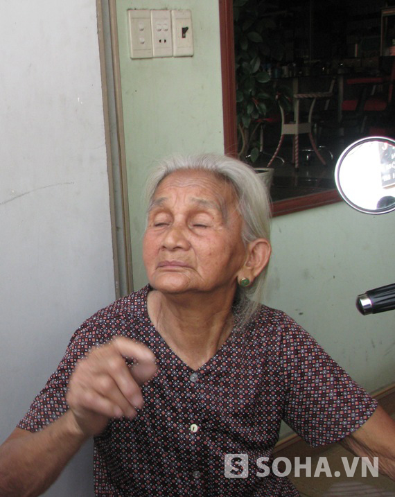 Cụ Nguyễn Thị Này (SN 1929) khi được cứu ra bên ngoài