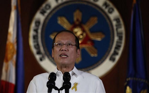 Tổng thống Aquino đang phải chịu sức ép rất lớn từ dư luận và công chúng Philippines do sự chậm trễ trong việc đối phó với siêu bão Haiyan