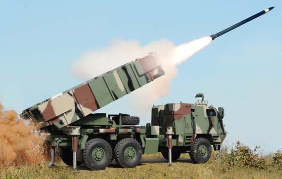 Pháo phản lực phóng lạt Astros-2 Mk.6.