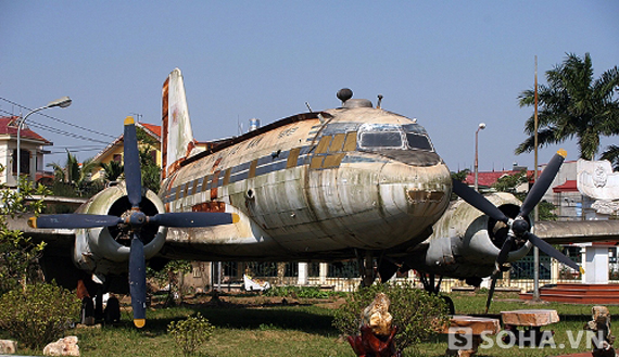 Chiếc chuyên cơ IL14 VN – C842  được Liên Xô tặng Việt Nam thuộc vào chiếc chuyên cơ thế hệ cũ, động cơ pittong cánh quạt, máy bay buồng hở, tốc độ 430km/1h, trọng tải cất cánh tối đa là 18 tấn, độ cao trung bình lúc bay là 7km (7000m), và đặc biệt là trong quá trình lái hoàn toàn bằng cơ năng cho nên việc điều chỉnh, lái rất khó.