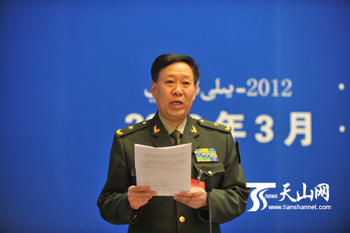 Tướng Bành Dũng, Tư lệnh Quân khu Tân Cương