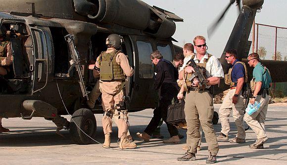 Lính đánh thuê của Blackwater bảo vệ Toàn quyền Mỹ ở Iraq Paul Bremer