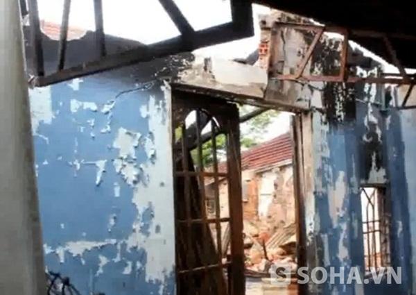 Những ngôi nhà liền kề cũng bị cháy lan sang