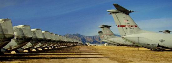 """Càng ngày càng có nhiều máy bay được điều đến """"nghĩa địa"""" này, và rất nhiều trong số chúng đã xuống cấp trầm trọng do không được bảo quản tốt."""